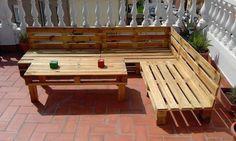 Salon de jardin en palette design idée meubles en bois palettes fabriquer canapé extérieur angle construire table basse fixer pieds vernis