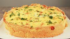Pax: 6 porciones INGREDIENTES MASA  250 gr de harina 160 gr de margarina 2 yemas 5 gr de sal   INGREDIENTES RELLENO  2 filetes de pollo cortados en cubos ½ cebolla picada en cubos pequeños 200 gr de champiñones laminados 350 ml de crema de leche 3 huevos 200 gr de queso rallado   PREPARACIÓN En un bowl agregar el harina, la mantequilla, las yemas y la sal. Formar una masa y amoldar. Pinchar masa con tenedor. Hornear a 180º por 10 minutos.  La masa no se debe dorar, debe quedar blanca por…