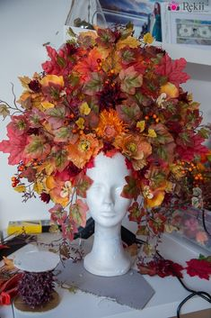 DIY: Herbst Headdress Bastelanleitung von Rekii - Make Up & Fotos www. Flower Headdress, Floral Headpiece, Creative Halloween Costumes, Halloween Dress, Fairy Costume Diy, Fairy Costumes, Karneval Diy, Fascinator, Mascaras Halloween