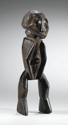 """Banda Statue (h 30cm) """"Maître de Mobaye"""", Central African Republic - UNSOLD La question de l'attribution - aux Tetela ou aux Songye-Tempa (cf. Volper, Autour des Songye, 2012, p. 213-217) - du très rare et ancien corpus auquel se rattache ce masque, a été débattue depuis la publication en 1922, par Torday et Joyce (Annales du Congo Belge, Série III, Tome II, fascicule 2, 1922, n° 14), d'un exemplaire éminemment comparable, collecté par N. Hardy durant l'expédition de Torday en 1908 ..."""