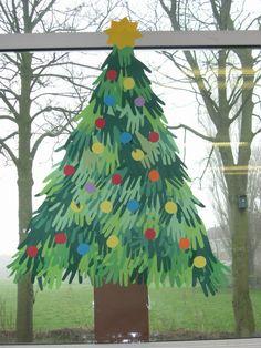 Kerstboom van handen voor met de hele school.