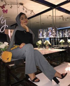 Modest Outfits Muslim, Modest Fashion Hijab, Modern Hijab Fashion, Muslim Women Fashion, Street Hijab Fashion, Hijab Fashion Inspiration, Mode Inspiration, Fashion Outfits, 90s Fashion