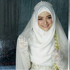 It& so beautiful 💕💕💕 Kebaya Wedding, Muslimah Wedding Dress, Hijab Style Dress, Muslim Wedding Dresses, Wedding Dress With Veil, Muslim Brides, Wedding Hijab, Luxury Wedding Dress, Dream Wedding Dresses