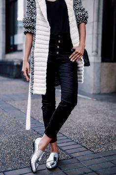 casaco e sapato prata