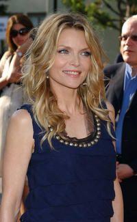 Michelle Pfeiffer Happy To Grow Old Gracefully. Grace and Beauty. Michelle Pfeiffer, Great Women, Amazing Women, Amy Robach, Beautiful People, Beautiful Women, Long Gray Hair, 50 And Fabulous, Ageless Beauty