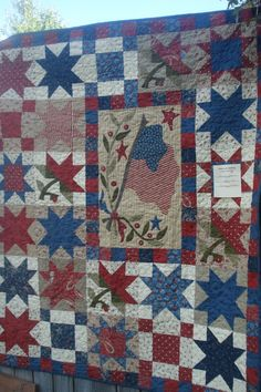I have always wanted to make a Patriotic Quilt - this one is great inspiration!