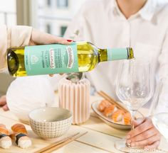 "Vino ""Maravilloso"" para brindar pos las cosas buenas #mrwonderful #wine #leiras #vinomaravilloso"