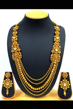 Gold color pendant set with kundan work Gold Jewellery Design, Gold Jewelry, Beaded Jewelry, Jewelery, Bridal Jewelry Sets, Bridal Jewellery, Bollywood Jewelry, Pendant Set, Necklace Designs