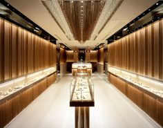 Showcase Masterwe have over 19 years experiences on commercial space design, and we specialize in display showcase, furniture manufacturing. Jewellery Shop Design, Jewellery Showroom, Jewellery Display, Jewelry Shop, Jewelry Stores, Jewelry Holder, Luxury Jewelry, Jewelry Bracelets, Jewelry Making