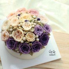 glossy buttercream flowercake English rose blossum