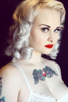 Blonde pin up Rockabilly Moda, Rockabilly Fashion, Rockabilly Style, Rockabilly Hairstyle, Labret, Tattoo Und Piercing, Pin Up Retro, Pelo Vintage, Non Blondes