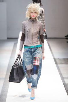 #junyawatanabe #pfw patch-work slouchy jeans + tweed moto jacket + neon blue pumps = fun