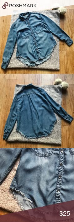 """Velvet Heart chambray raw edge button down S Cool chambray raw-edge button down by Velvet Heart. Size S. Two front pockets. Pre-owned. Some light pilling at right back side. No other noticeable flaws or wear.  Measurements (approximate, laid flat): Bust: 18.5"""" Waist: 18.5"""" Length: 25"""" Shoulder-to-shoulder: 15.5"""" Sleeve: 23"""" Velvet Heart Tops Button Down Shirts"""