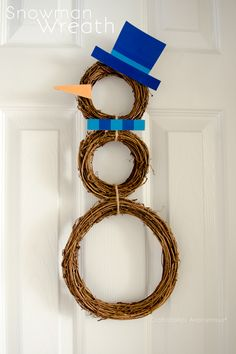 Grapevine Snowman Wreath || just use 3 small grapevine wreaths to make a snowman form
