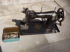 Alte Nähmaschine von Th. Schmidt, Naumburg a.S. in in Hamburg (Th. Schmidt, Naumburg a.S. sewing machine)