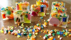 Recycle scrap soaps - chop up old soap scraps into different shaped pieces and mix into a layer of clear glycerine MP soap loaf Clear Glycerin Soap, Soap Melt And Pour, Savon Soap, Soap Maker, Handmade Soaps, Diy Soaps, Cold Process Soap, Soap Recipes, Home Made Soap
