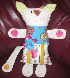 uma gatinha com cara de piglet