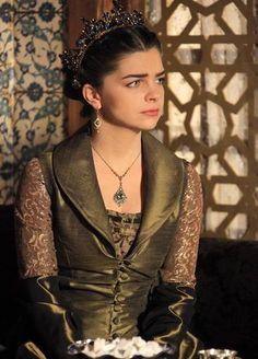Pelin Karahan as Mihrimah Sultan Mira la novela en el canal (511) si tienes (comcast exfinity)