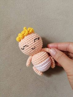 We continue to produce healthy toys and share what we produce with Amigurumi recipes.You can find Amigurumi knitting models on our website. Cat Amigurumi, Crochet Patterns Amigurumi, Knitting Patterns, Double Crochet, Single Crochet, New Years Hat, Embroidery Thread, Free Food, Crochet Projects