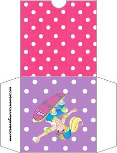 http://fazendoanossafesta.com.br/2012/10/polly-pocket-kit-completo-com-molduras-para-convites-rotulos-para-guloseimas-lembrancinhas-e-imagens-2.html/