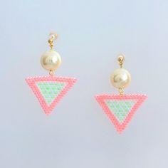 [29]ネオンカラーの三角ピアス