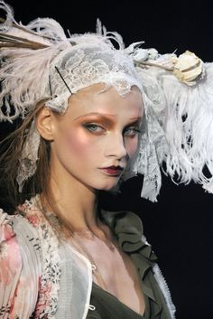 Gorgeous runway makeup look created by Pat McGrath for the John Galliano Show. Makeup Inspiration for a Costume Party. Makeup inspiration for Halloween. John Galliano zombie makeup look. Make Up Looks, Look At You, John Galliano, Pat Mcgrath Makeup, 3 4 Face, Fashion Editorial Makeup, Foto Fashion, 1950s Fashion, Trendy Fashion