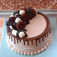 Chocolate Cream Cake, Cake Decorating, Birthday Cake, Random, Desserts, Food, Sweets, Pastries, Xmas