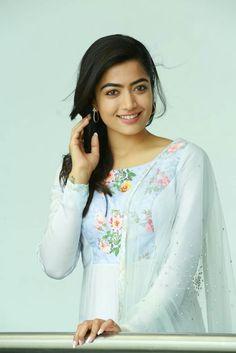 Beautiful Girl Photo, Beautiful Girl Indian, Beautiful Women Pictures, Most Beautiful Bollywood Actress, Beautiful Actresses, Beauty Full Girl, Beauty Women, Indian Girls Images, South Indian Actress Hot