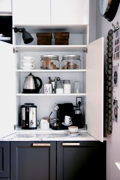 New kitchen corner nook appliance garage Ideas Corner House, Kitchen Corner, New Kitchen, Kitchen Interior, Kitchen Decor, Kitchen Ideas, Corner Cupboard, Corner Pantry, Kitchen Modern