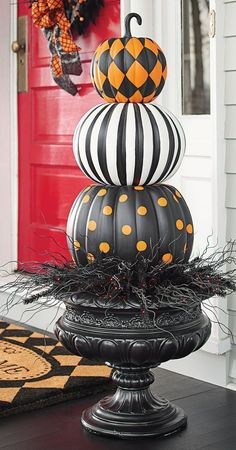 Pumpkin Topiary Put a designer spin on decorating with gourds. Our Halloween Stacked Pumpkins are both witty and stylish.Put a designer spin on decorating with gourds. Our Halloween Stacked Pumpkins are both witty and stylish. Diy Halloween Party, Halloween Home Decor, Holidays Halloween, Halloween Crafts, Halloween Pumpkin Decorations, Orange Decorations, Halloween Porch, Outside Halloween Decoration Ideas, Happy Halloween