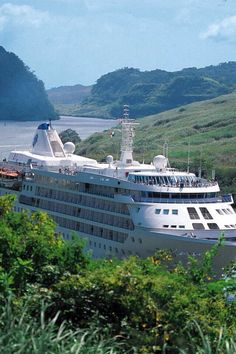 A cruise ship in the Panama Canal. www.CoolPanama.com