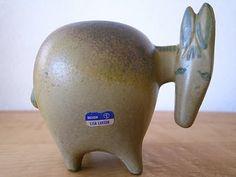 Gustavsberg : Stora Zoo / Donkey Simple Geometric Designs, Ceramic Figures, Ceramic Animals, Design Research, Scandinavian Design, Piggy Bank, 3 D, Pottery, Clay