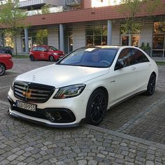 Rate it ⤵️ Mercedes-AMG 😍😍 What do you think of it? by Cars Mercedes Maybach, Mercedes Benz Wallpaper, S Class Amg, Mercedez Benz, Ford Pickup Trucks, Best Luxury Cars, Vans, Top Cars, Dream Cars