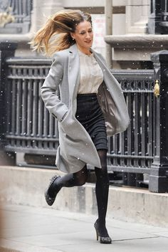 Happy Birthday to Sarah Jessica Parker, the Ninja Master of Running in Heels Carrie Bradshaw Quotes, Carrie And Big, City Outfits, Sarah Jessica Parker, City Style, Autumn Fashion, Street Style, Poses, Running