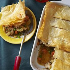 chicken pot pie - Loaded with white-meat chicken and lots of hearty root vegetables, this healthy pot pie makes the perfect family meal. Pie Recipes, Chicken Recipes, Cooking Recipes, Healthy Recipes, Healthy Chicken, Baked Chicken, Dinner Recipes, Skinny Chicken, Chicken Meals