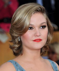 Julia Stiles Short Wavy Formal Hairstyle - Side on View Short Shoulder Length Hair, Short Wavy Hair, Curly Hair Cuts, Short Shag, Hairstyle For Chubby Face, Face Shape Hairstyles, Julia Stiles Hair, Damp Hair Styles, Curly Hair Styles