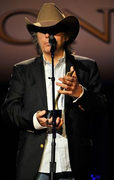 Dwight Yoakam receives the Cliffie Stone Pioneer Award at the 6th Annual ACM Honors ceremony (September 2012)