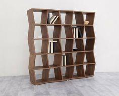 Knihovna TATRY s originálním nadčasovým dizajnem, v dýhovém nebo matném emailu vyhotovení je nejen praktickým kusem nábytku, ale aj efektním prvkem v prostoru.