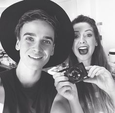Joe Sugg and Zoe Sugg sibling goals Marcus Butler, Caspar Lee, Joe And Zoe Sugg, Joseph Sugg, Sugg Life, Siblings Goals, British Youtubers, Funny Youtubers, Joey Graceffa