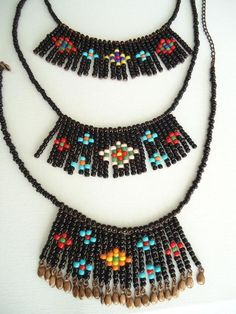 This Pin was discovered by Seh Seed Bead Necklace, Seed Bead Jewelry, Diy Necklace, Beaded Earrings, Necklaces, Beaded Jewelry Patterns, Handmade Beads, Bead Loom Bracelets, Diy Accessories