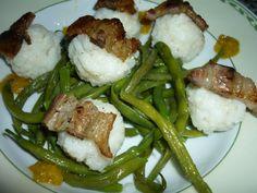 Rice meatballs with bacon, French beans and chilly sauce/Polpettine di riso con pancetta, fagiolini e salsa piccante:  http://le-ricette-della-nonna.blogspot.it/2012/07/polpettine-di-riso-bianco-con-pancetta.html