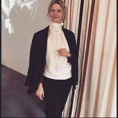 Fine @charlottelynggaard_dk har lige præsenteret den nye smykkekollektion fra @olelynggaardcopenhagen #coverdk #covermag #olelynggaard