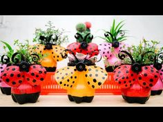 Discover recipes, home ideas, style inspiration and other ideas to try. Plastic Bottle Planter, Reuse Plastic Bottles, Plastic Bottle Flowers, Plastic Bottle Crafts, Recycled Bottles, Plastic Pots, Bottle Garden, Diy Bottle, Recycled Art Projects