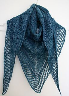 Easy Lace Knitting Pattern. To learn lace knitting, go to http://knitfreedom.com/classes/lace-knitting. (c) Janina Kallio