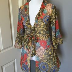 Floral CABI Kimono 3/4 sleeve tie front kimono. In mint condition.  Sized as a small would also fit a medium. CAbi Tops