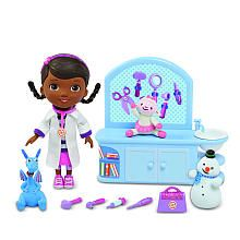 """Disney Doc McStuffins Magic Talkin' Checkup Set - Just Play - Toys """"R"""" Us. As much as I HATE character toys, Ev would flip for this 4th Birthday Parties, Baby Birthday, Birthday List, Birthday Ideas, Doc Mcstuffins Toys, Doctor Mcstuffins, Disney Deals, Best Kids Toys, Disney Junior"""