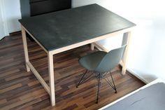 Abelkader Adam Ouchene: Tisch