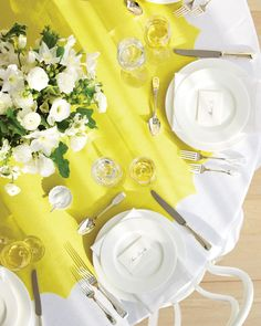 Round Table Runner How-To    For a simple, striking and inexpensive way to add color and style to circular seating, buy a few yards of fabric, snip the ends to create a scalloped pattern and spread the resulting runner over a basic white tablecloth.