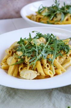 Penne Honey mit Hähnchenbrust und Rucola Healthy Noodle Recipes, Vegan Recipes Easy Healthy, Recipes With Elbow Noodles, Recipes Breakfast Video, Clean Eating Dinner, Penne, Easy Meals, Zucchini Noodles, Kitchens