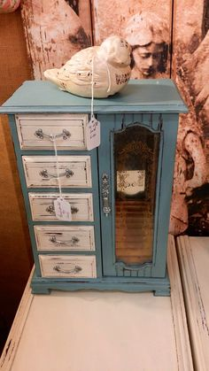 New Jewerly Box Diy Makeover Annie Sloan Ideas Painted Jewelry Boxes, Painted Boxes, Furniture Makeover, Diy Furniture, Jewerly Box Diy, Diy Jewlery Box, Jewelry Box Makeover, Ideias Diy, Diy Box
